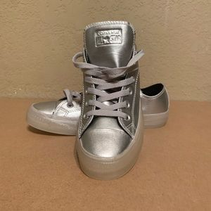 Unisex converse chuck Taylor size 6m and 8women